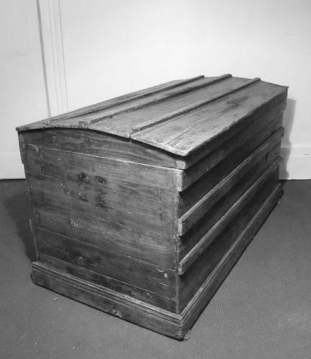 Grand coffre en bois vintage