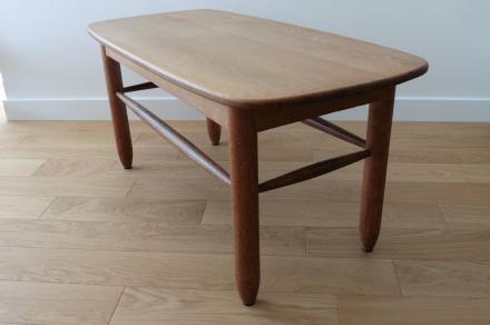 Table basse vintage ronde en bois brut