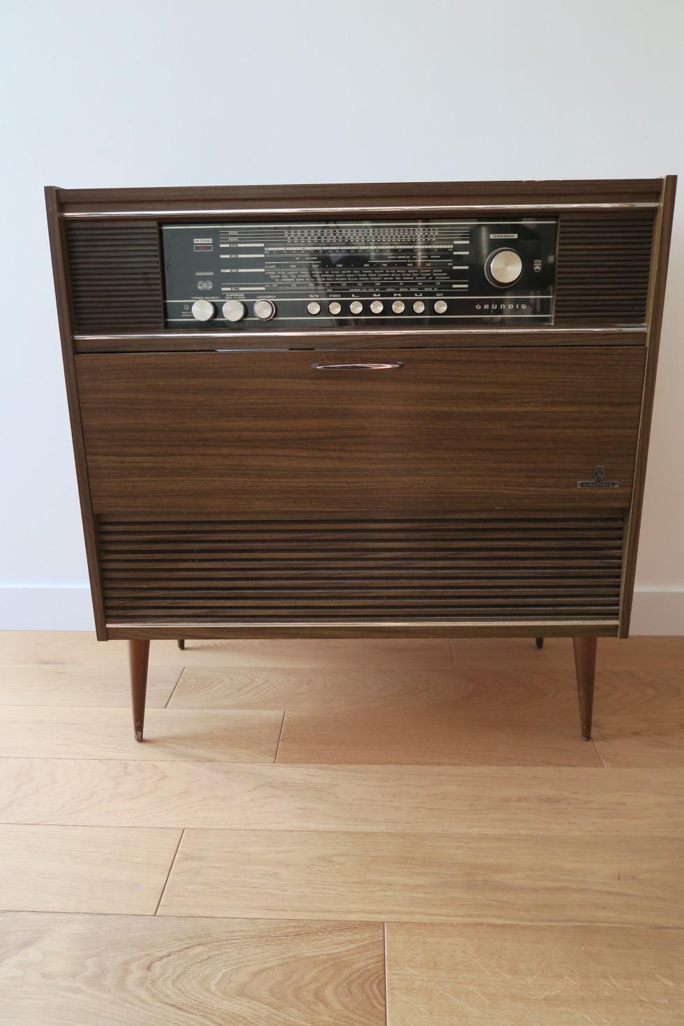 meuble radio Grundig